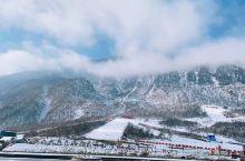 爬的够辛苦 大口喘气[捂脸] 对于没见过雪的人来说 真的是美!滑雪也不错哦。哈哈,看来得多锻炼了,风