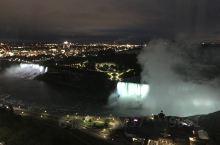 加拿大自驾游安大略省站:夜晚在酒店看到的尼亚加拉大瀑布的夜景,真的很漂亮。