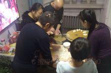 北方的年,就是大家一起动手包饺子。