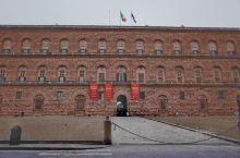 佛罗伦萨必游景点!皮蒂宫  皮蒂宫是美第奇家族的住所,美第奇家族的办公室为乌菲兹,住宅为皮蒂宫,住宅