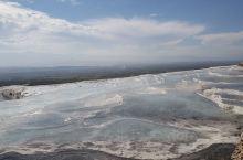 这个景点不大,有一点东罗马人的遗迹,最出名的就是这些由火山爆发形成的大坑了。白色的石灰岩内盛放着翡翠