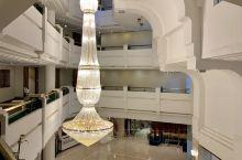在阿格拉的一晚,我们入住在阿格拉霍华德广场弗恩酒店,算是比较大型的豪华经济性酒店,从大堂金碧辉煌的大