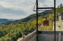 前方的村庄叫打隆镇,一个我尚未听闻的地方。路边的一块标识牌:打隆寺。寺庙是一座松赞干布时候建造的千年