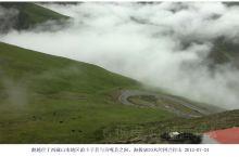 羊卓雍错和卡诺拉冰川 由拉萨出发翻越海拔5030米的岗巴拉山口,向北可以看到云海下面的雅鲁藏布江,蜿
