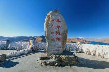 """羊卓雍措与纳木错、玛旁雍错并称为西藏三大圣湖,藏语意为""""碧玉湖"""",由于湖岸曲折蜿蜒,分叉较多,像珊瑚"""