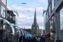 这里果然不是英国最著名的地方 但是这座城市还是非常现代化的 城市空气也很棒 是一个非常适合居住的地方