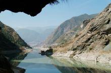 """虎跳峡是世界上著名的大峡谷,其以""""险""""而闻名天下。虎跳峡分为上虎跳、中虎跳和下虎跳三段,其中有多处险"""