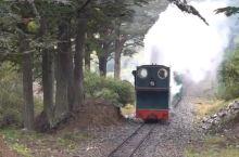 小火车呼哧呼哧… 这里是台湾阿里山? 这里是秘鲁库斯科? 才不呢,这里是世界的尽头。 这是一列世界最
