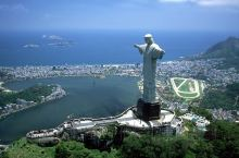 里约热内卢基督像(救世基督像,葡萄牙语:Cristo Redentor)也叫巴西基督像,是一座装饰艺