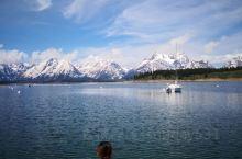 去年五月底,和几个朋友一起开着房车在美国西部自驾游半个月,辛苦,但绝对值得。 雪山,湖水,蓝天,白云