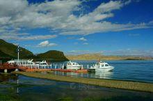 班公湖度假村在阿里日土县西北14公里,湖面东西延伸155公里,是中国最长的湖泊,不过湖面最宽约15公