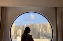 在夏威夷一定要选择一个海景房的酒店,就是贵一点,我觉得也很值得, 威基基海滩 随时随地的欣赏美景。