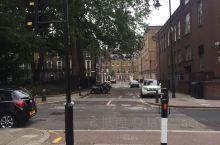 伦敦火车站附近的街道,非常安静,下午时候可以散散步。