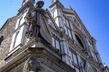 文艺复兴—佛罗伦萨  佛罗伦萨是一座具有悠久历史的文化名城,它既是意大利文艺复兴运动的发源地,也是欧