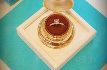 我在这里#  蒙特利尔·魁北克省  BIRKS 始于1879年 是加拿大享誉百年的顶级珠宝品牌  H
