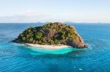 """""""每个人都是一座孤岛,你必须学会对抗人生的寂寥。""""挑了斐济的五个私密岛屿,给情侣们种种草。你能认出"""