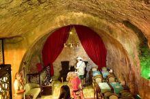 著名的洞穴餐厅