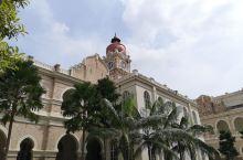 嘉美清真寺虽然并不是吉隆坡最著名的景点,但是却是一个非常值得参观的景点。嘉美清真寺周边都是马来西亚最