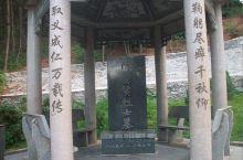 这里呢,有我们能看最著名的一个革命烈士,陈赞贤的墓地在东山公园这里然后呢这里除了这个目的能还有非常多