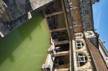 罗马人洗澡的地方,整个城市就叫澡堂bath.