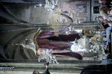 """布拉格,圣维特主教座堂,原波西米亚王国历任国王加冕地,现,捷克地区,天主教大主教""""驻锡地""""。内场禁止"""