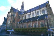 哈勒姆是北荷兰省的首府,距阿姆斯特丹二十公里,比已经高度国际化的阿姆斯特丹更具有当地的文化特色。 圣