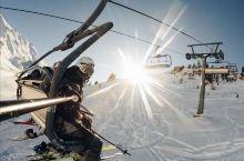 科帕奥尼克位于塞尔维亚南部,纯净的自然环境,布满针叶松树的广袤高山,皑皑的白雪,令人陶醉的雪地风光。