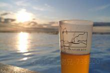 泡温泉,喝啤酒,很惬意。