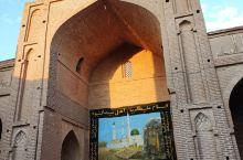 Zavareh大清真寺大约有1000年的历史,是伊朗自塞尔柱克时代以来幸存的第一座四岛清真寺。