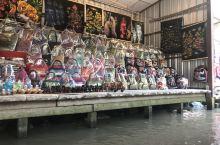 丹嫩沙多水上集市船票很贵,2000株/人,只是坐船游的价格,如果带大象园或者骑大象会更贵。可以议价,