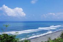 台湾的东海岸,面向浩瀚太平洋。海水蓝得让人心醉。办健检可以来自由行,现在游客少,来台湾正当时。还有美