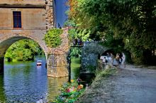 设有餐厅的城堡。舍农索城堡(法:Château de Chenonceau),又称雪侬梭城堡或女人城