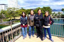 玉藻公园,位於日本四国高松市,是当年高松城之所在地,现在城已不在,祗馀城基與角楼,但於樱花時節,这裡
