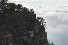 #只緣身在此山中# 無聊翻看舊照片,又讓想去出去走走的衝動 廬山位於中國江西省九江市南郊,是聯合國教