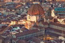 登上佛罗伦萨圣母百万圣殿Cattedrale di Santa Maria del Fiore的穹顶