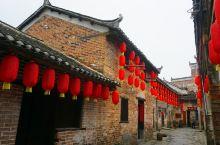 深坡村,位于潇贺古道旁,八百多年历史古村,人杰地灵曾出多位进士。古村保留有旧戏台,门楼牌匾,书屋多座