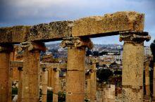 """""""中东的庞贝""""是人们对约旦古城杰拉什的美誉,毕竟,杰拉什是在希腊和意大利境外,迄今保护最完整,最原汁"""