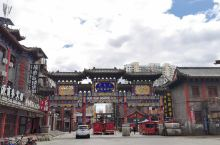 呼伦贝尔古城位于海拉尔市区,业态繁华古色古香,具有民族特色,在古城散步、购物、品味美食有种穿越感,祝