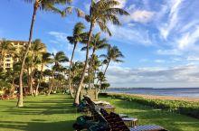 夏威夷的迷人之处是她既保留着原始的自然风光,又有人工建设的精致。Kā'anapali Beach就是
