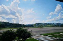 普洱机场看出去的风景,太喜欢这座小城了!