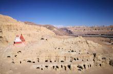 古格王朝遗址是一个神秘的地方,突兀地立在那边,在一片土林的,环绕中,有时在月空下,有时在昭阳中真的是