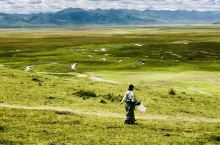 为什么去甘南? 因为草原是草原,寺院是寺院! 在甘南州玛曲与青海久治交界之地有一处甘南最大最壮美的湿