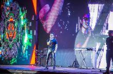 """""""汪峰""""助阵的红安帝王湖演唱会,那可真是一个了不得啊!  作为""""人间不值得""""的当代青年,没有什么烦恼"""