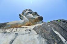 举头三尺有神明。 来到老挝万象,可以前往当地的佛像公园参观。虽然是人造公园,但是故事却不少。从市中区