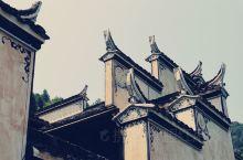 中国最美乡村 婺源曾隶属于古徽州,是徽派建筑的发源地之一,除了到网红地篁岭实地观看徽派建筑以外,晚上