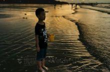 清早八晨起来又去海边,估计多玩几天我要遭晒成黑娃!
