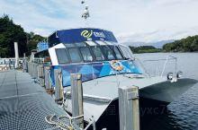 新西兰南岛蒂阿瑙马娜普利湖镇坐船去寂静峡湾。这里湖区是属冰川时代形成的,它是新西兰第二大湖,也是南岛