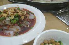 雅安的美景非常的棒,但是雅安还有一个好吃的,就是吃雅鱼。在雅安当地有一种做鱼的特色,就是和柠檬搭在一