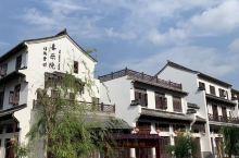 """红河水乡的江南风格,黑白灰意境之中的一家酒店""""弥勒喜乐院"""",准确的来说应该算一家精品客栈。酒店共有两"""