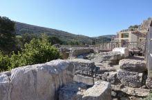 克诺索斯宫是古希腊时期(2800-1100 BC)整个欧洲最气派、最豪华的建筑。这个古老的文明在公元
